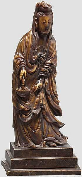 A Chinese carved figure of Guanyin, 19th century