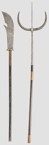 Zwei Stangenwaffen, China um 1900