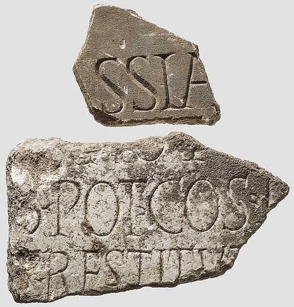 Zwei Inschriftenfragmente aus Marmor, römisch, 2. - 3. Jhdt.