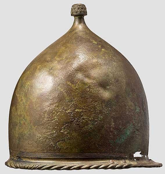 Helm vom Typ Montefortino, römisch, 2. Jhdt. v. Chr.