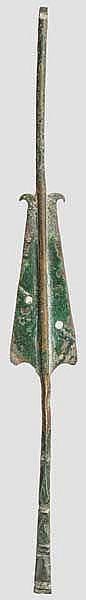 Bronzebeschlag von Dolchscheide mit Benefiziarierlanze, römisch, 2. - 3. Jhdt.