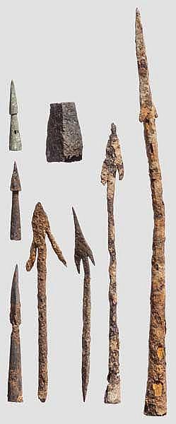 Sieben Geschoßspitzen und Pilumzwinge aus Eisen und Bronze, römisch, 2. - 5. Jhdt.