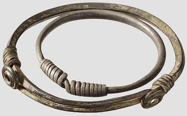 Zwei silberne Armreife, Eisenzeit Südosteuropas, 3. - 1. Jhdt. v. Chr.
