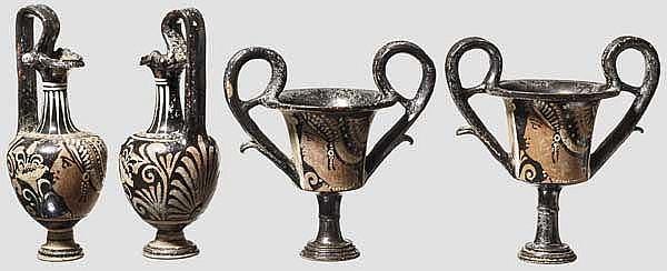 Hochwertige Kopien apulischer Keramik des späten 4. Jhdts. v. Chr., zwei Kantharoi und zwei Kannen