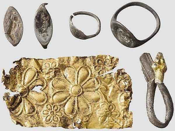 Sechs Objekte an Gold- und Silberschmuck, griechisch