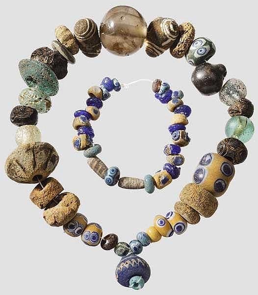 Antike Perlen, darunter Augenperlen, mediterran, 6. - 4. Jhdt. v. Chr.