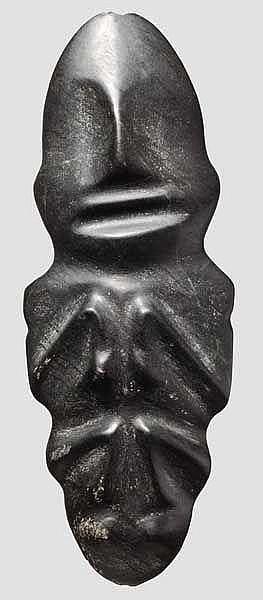 Figürliche Miniaturstele aus schwarzem Stein, Taino-Kultur, Karibik, 11. - 15. Jhdt.