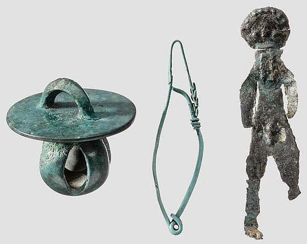 Schelle, Idol und Fibel, eisenzeitlich, 7. - 2. Jhdt. v. Chr.