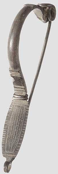 Silberfibel mit umgeschlagenem Fuß, südosteuropäisches Barbarikum, 4. Jhdt.