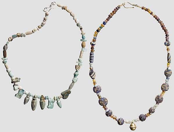 Zwei Ketten aus antiken Fritteperlen und islamischen Glasperlen, modern aufgefädelt