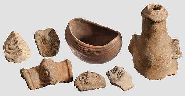 Schale und anthropomorph verzierte Keramikfragmente, Taino-Kultur, Karibik, 11. - 15. Jhdt.