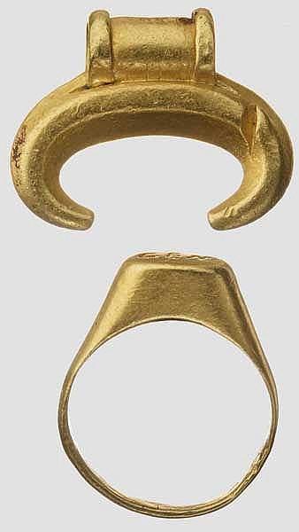 Lot aus Goldring und Lunula-Anhänger, römisch, 2. - 3. Jhdt.