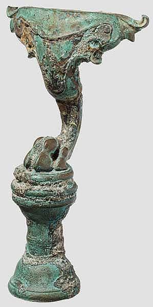 Bronzefuß von Möbel oder Gerät in Gestalt einer Tierpranke, 1. - 2. Jhdt. n. Chr.