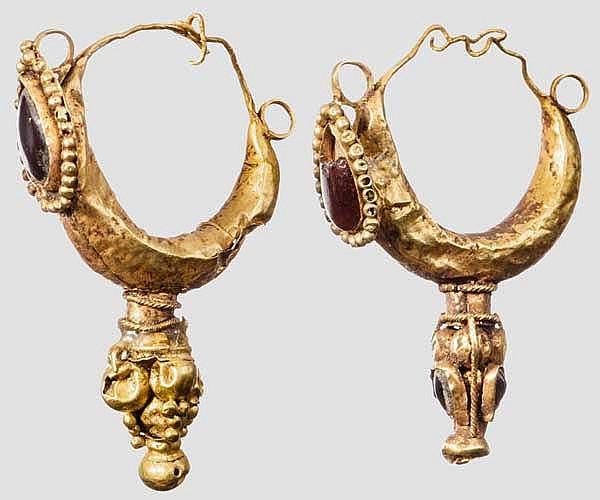 Goldenes Ohrringpaar mit Granateinlagen, griechisch, 4. Jhdt. v. Chr.
