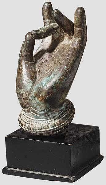 Bronzehand einer Khmerstatue mit Shunya-Mudra, 11. - 14. Jhdt.
