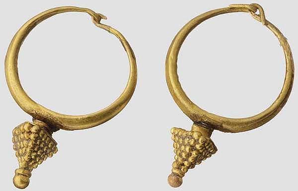 Ohrringpaar mit granulierten Pyramiden, griechisch, spätes 6. - frühes 5. Jhdt. v. Chr.