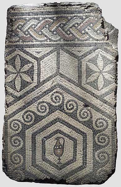 Mosaik mit Kanne und Ornamenten, spätrömisch, 4. - 5. Jhdt.