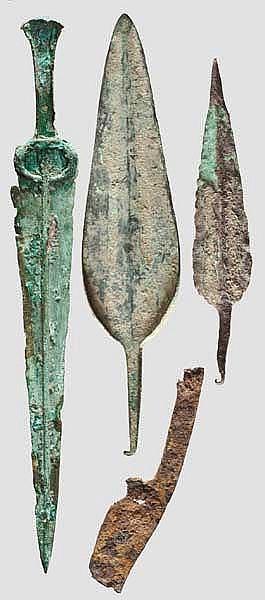 Luristandolch, zwei bronzene Lanzenspitzen, Eisenmesser, 2. - frühes 1. Jtsd. v. Chr.