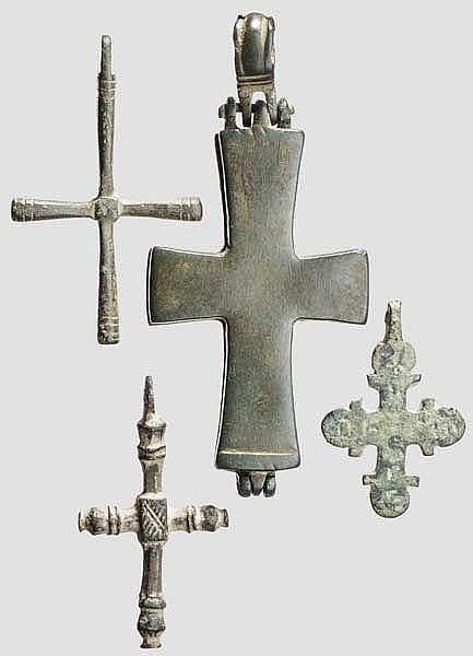 Vier Bronzekreuze, mittelbyzantinisch, 10 - 12. Jhdt.