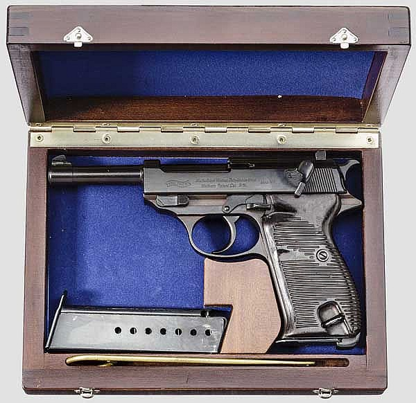 Walther HP, in Schatulle