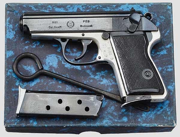 Pistole R 61, im Karton
