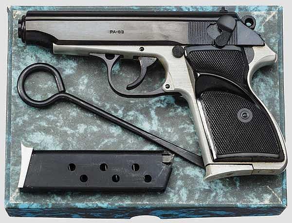 Pistole PA 63, im Karton