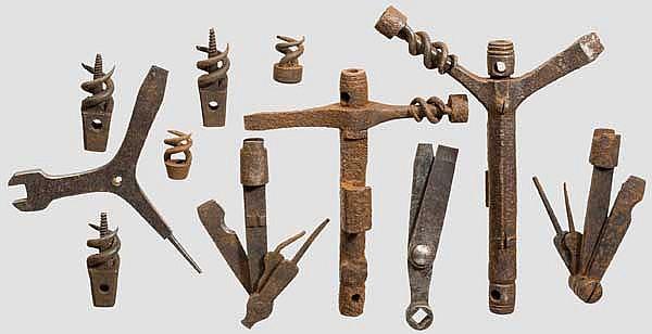 Sechs Multifunktions-Waffenwerkzeuge