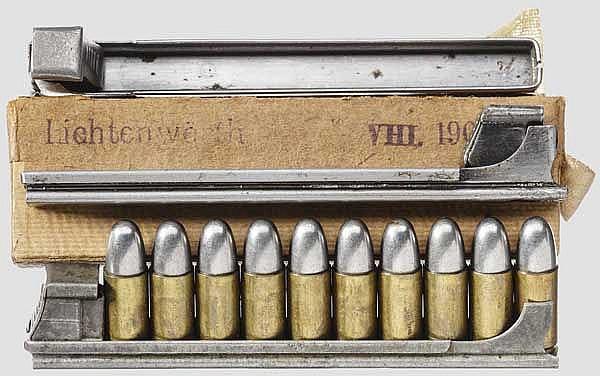 Drei Ladestreifen und 13 Patronen zur Roth-Steyr M 07