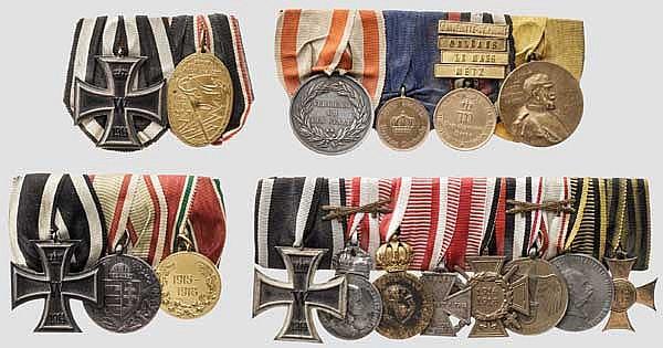 Vier Ordensschnallen mit 17 Auszeichnungen und vier Gefechtsspangen