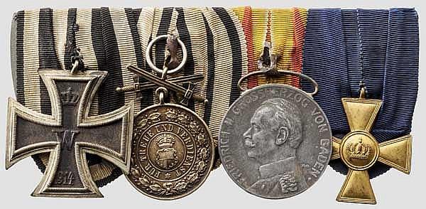 Fürstlicher Hausorden von Hohenzollern - Goldene Ehrenmedaille mit Schwertern an Ordensschnalle