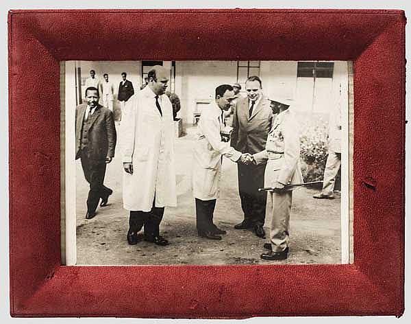Neguse Negest Lij-a Ras Tafari Makonnen oder Haile Selassie I. (1892 - 1975) - seltene Privataufnahme des Kaisers bei einem Krankenhausbesuch 1966