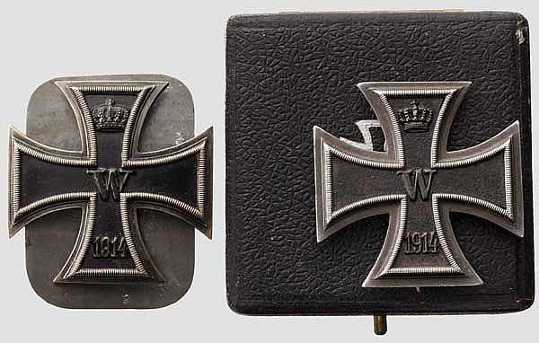 Zwei Eiserne Kreuze 1. Klasse 1914 im Etui bzw. mit Schraubbefestigung