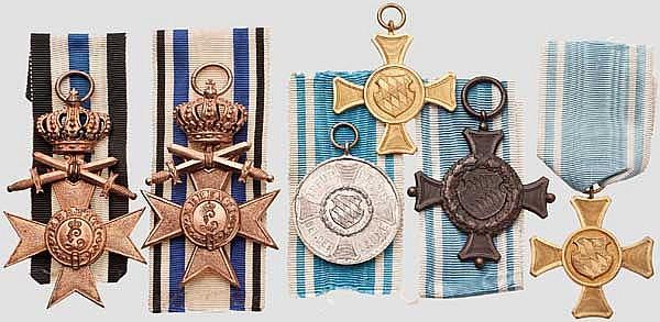 Militär Verdienstkreuze 3. Klasse mit Krone und Schwertern und Dienstauszeichnungen
