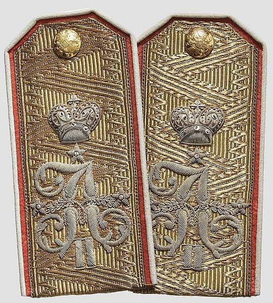 Ein Paar Schulterstücke für einen Generalleutnant bzw. Generaladjutant