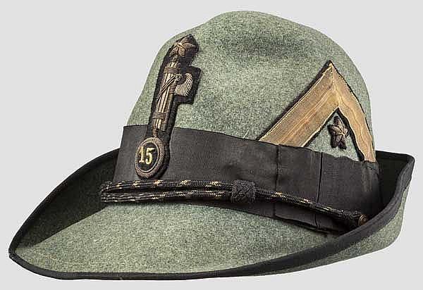 Alpini-Hut der faschistischen Miliz M.V.S.N.