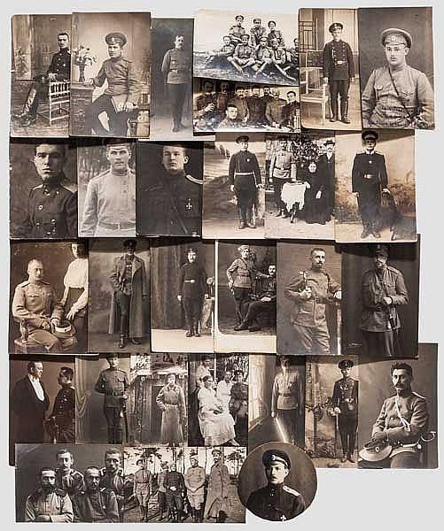 66 Portrait- und Gruppenfotos im Postkartenformat von Angehörigen des Militärs, Russland um 1890 - 1915