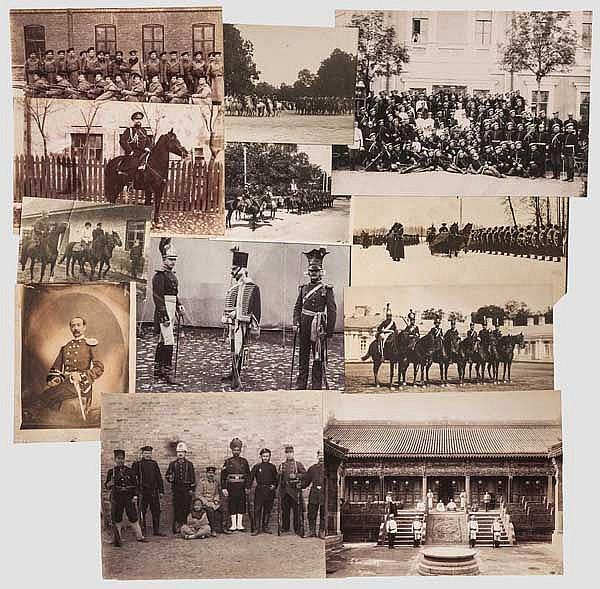 12 großformatige Fotos von Angehörigen des Militärs, 27 Militärpostkarten, Russland um 1900 - 1915