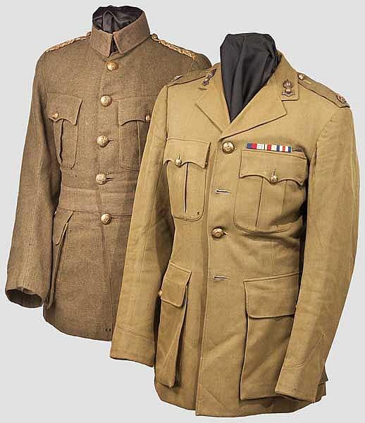 Zwei Uniformjacken