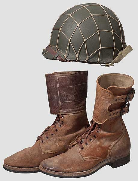 Helm und Paar Stiefel, 2. Weltkrieg