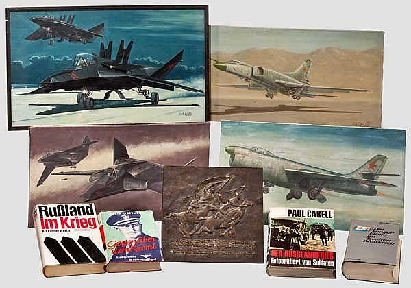 Vier Ölgemälde sowjetischer Flugzeuge, eine Bronzeplakette und vier Bücher
