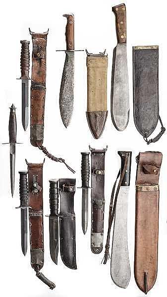 Acht Kampfmesser