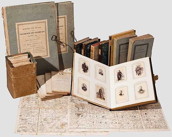 Geschenk-Fotoalbum pommersche Artillerie Brigade Nr. 2, Militärkarten und Bücher