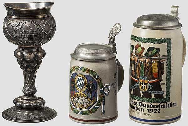 Silber-Pokal Bundesschießen 1897 in Nürnberg - Zwei Steingutkrüge Schützenwesen Bayern