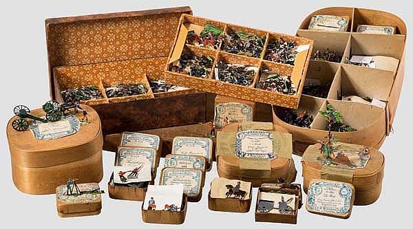 Vier Spanschachteln und ein Karton mit Zinnfiguren von E. Heinrichsen, Nürnberg