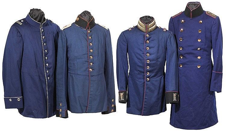 Vier Uniformröcke