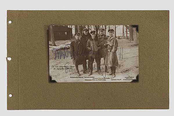 Manfred von Richthofen (1892 - 1918) - Foto-Ansichtskarte (Sanke) mit Originalunterschriften dreier Jagdflieger
