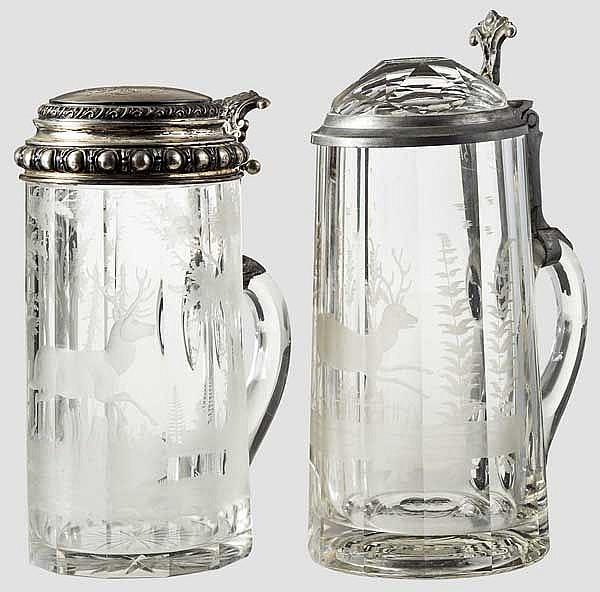 Zwei jagdliche Glaskrüge um 1900