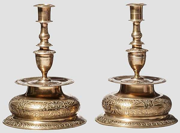 Zwei Bronze-Kerzenhalter aus dem Inventar Schloß Berlin, 19. Jhdt.