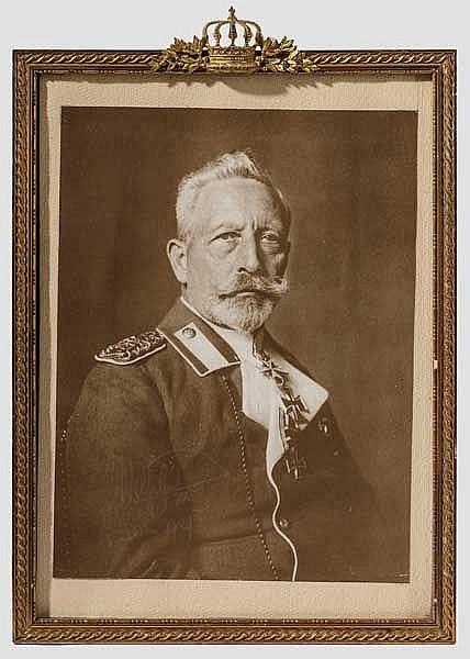 Kaiser Wilhelm II. - eigenhändig signiertes Portraitfoto im Geschenkrahmen, 1929