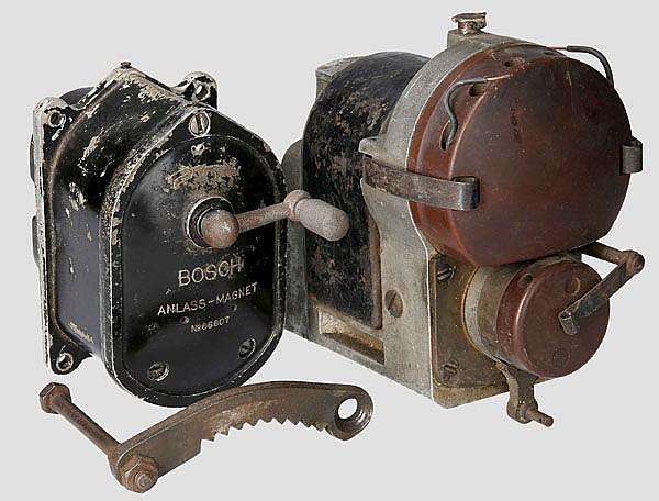 Zwei Anlass- bzw. Zündmagneten, vermutlich für Fahrzeuge